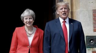 En medio de protestas, May y Trump aspiran a un acuerdo tras el Brexit