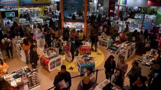 Miles de personas aprovecharon la noche gratis de la Feria del Libro