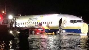 Un boeing 737 despista y cae en un río de Florida, sin heridos graves