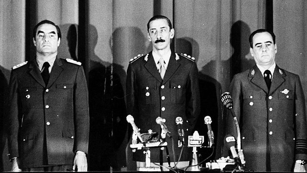 La Junta Militar conformada por Massera, Videla y Agosti. A 45 años del golpe, una imagen que sigue siendo aterradora.