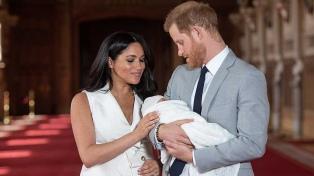 El príncipe Harry y Megan Markle presentaron a su primer hijo