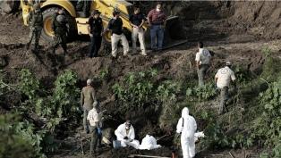 Encuentran tres fosas cladestinas con 75 bolsas con restos humanos