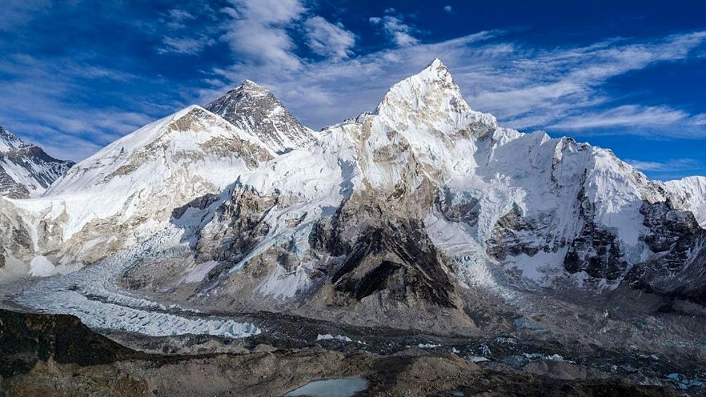 Para China, la cumbre del Everest, que comparte con Nepal a 8.848 metros de altura, representa un riesgo sanitario.