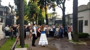 Estrenan la primera obra que recorre los mausoleos del Cementerio de la Recoleta