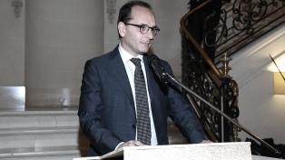 Solá distinguió a Giuseppe Manzo, saliente embajador de Italia en la Argentina
