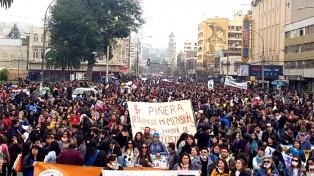Miles de personas pidieron en Santiago el fin de la represión