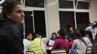 """""""La escuela contra el margen"""": discriminación e inclusión en barrios marginados"""