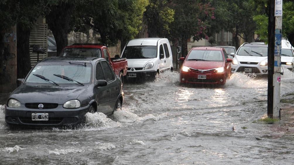Rutas intransitables y calles anegadas tras el temporal en Neuquén
