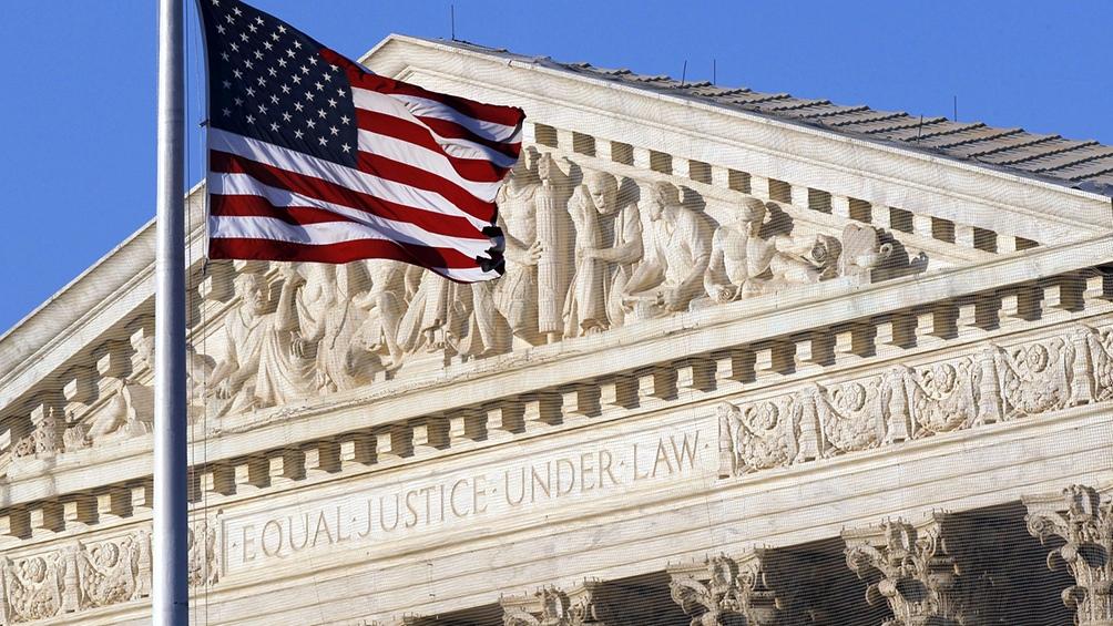 La facha del edificio de la Corte Suprema de los Estados Unidos.