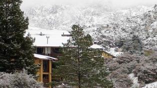 Nevó en las Altas Cumbres y algunos copos llegaron a la ciudad