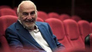 A punto de cumplir sus 90, celebra a León Felipe en el escenario