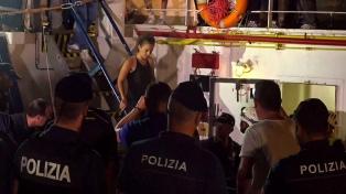 La capitana que desembarcó 40 náufragos sin permiso seguirá detenida tras declarar