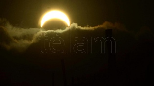 El eclipse total de sol convocó a multitudes en seis provincias
