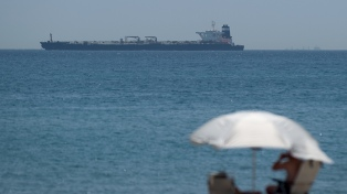 Londres acusa a Irán de querer bloquear el paso de un buque petrolero