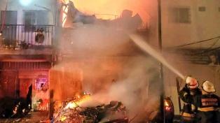 Incendio en una casa de la Villa 20: una embarazada fue hospitalizada