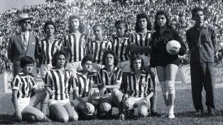 Convocan a compartir material histórico de los años de la prohibición del fútbol femenino