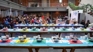 La Boca festeja la Independencia con torta frita, bailes y gastronomía