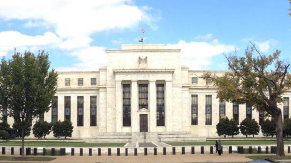 La Reserva Federal de Estados Unidos decidió mantener las tasas de interés en un rango de entre 0% y 0,25%.