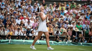 Halep ganó Wimbledon tras arrasar a Serena Williams