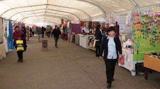 Abren las puertas de la feria invernal de artesanías y productos regionales