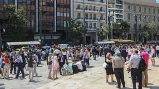 Un sismo de magnitud 5,1 sacude Atenas y deja una turista herida