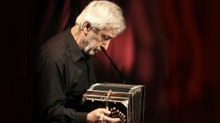El bandoneonista Mosalini vuelve de Francia y tocará en el CCK