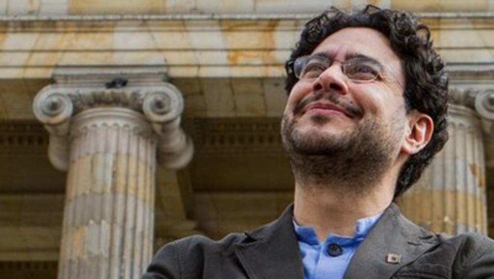 Iván Cepeda es filósofo, militante por los derechos humanos Iy senador por el Polo Democrático.