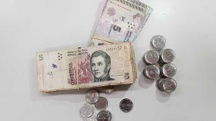 Extienden hasta el 29 de febrero el fin de la circulación de los billetes de 5 pesos
