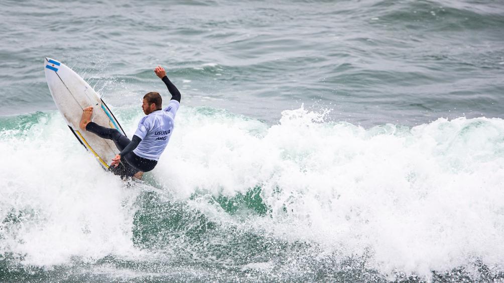 Usuna surfea la historia