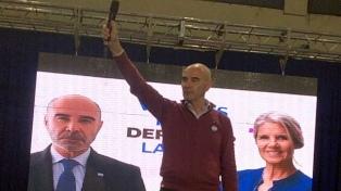 """Gómez Centurión y Hotton cerraron su campaña con un llamado a votar por una lista """"100% celeste"""""""
