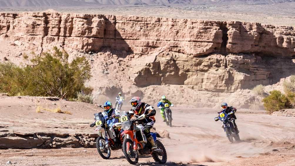 Raid de motos durante el circuito de Rally.