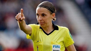 """Frappart aseguró que """"el fútbol es el mismo para hombres y mujeres"""""""
