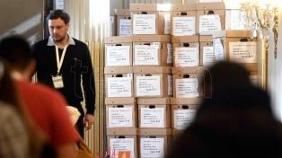 La Justicia electoral y los fiscales de los partidos políticos iniciaron el escrutinio definitivo