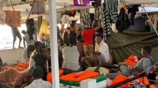 La ONG Open Arms reclama el desembarco de las 134 personas