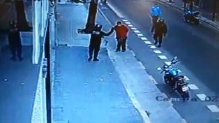 Postergaron el juicio a un policía que mató de una patada a un hombre en San Cristóbal