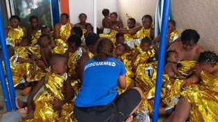 Otro barco de una ONG rescata a un centenar de migrantes en el Mediterráneo