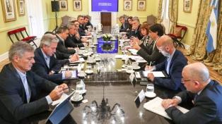 Lacunza explicó los detalles de la deuda en la reunión de Gabinete