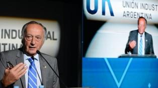 """El titular de la UIA sugiere que el aporte extraordinario sea un """"bono solidario"""""""