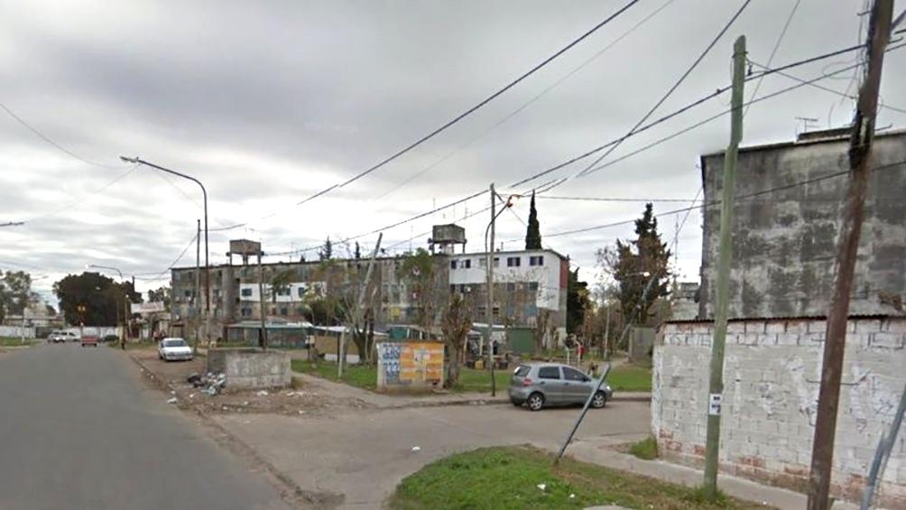 El Chevrolet Onix de Anfunso apareció chocado en el cruce de las calles 900 y Central, en la localidad de La Matanza.