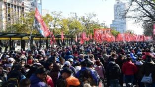 Organizaciones sociales debatirán si acampan por 48 horas frente a Desarrollo Social