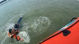 Prefectura salvó la vida a un hombre que cayó a las aguas del Río Grande