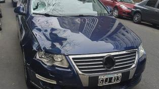 Se entregó a la Policía el periodista que conducía el auto que embistió a dos inspectores