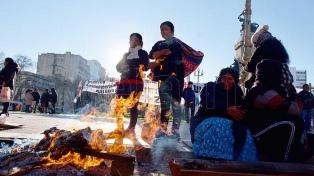 Organizaciones acampan en la 9 de Julio, donde hubo incidentes entre manifestantes y policías