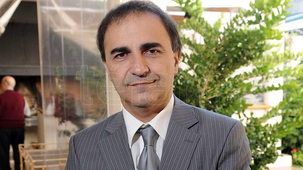 """""""La línea es clara: apoyo absoluto al primer ministro Giuseppe Conte"""", planteó Merlo en diálogo con Télam."""