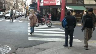 Peatones infractores: 8 de cada 10 cruza en rojo los semáforos