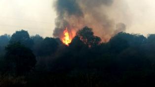 La llamas ceden en La Cumbre y el incendio avanza hacia Villa Giardino