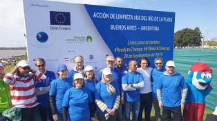 Más de 300 voluntarios participaron de una jornada de limpieza del Río de la Plata