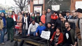 """Trabajadores del bar Plaza Dorrego esperan """"una respuesta""""  sobre el futuro de ese comercio"""