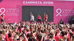 Más de 15.000 personas participaron de una caminata contra el cáncer de mama