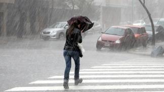 El alerta de lluvias rige para las provincias de Buenos Aires, La Pampa, Mendoza, Neuquén, Río Negro y San Luis